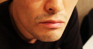 男性の口元髭